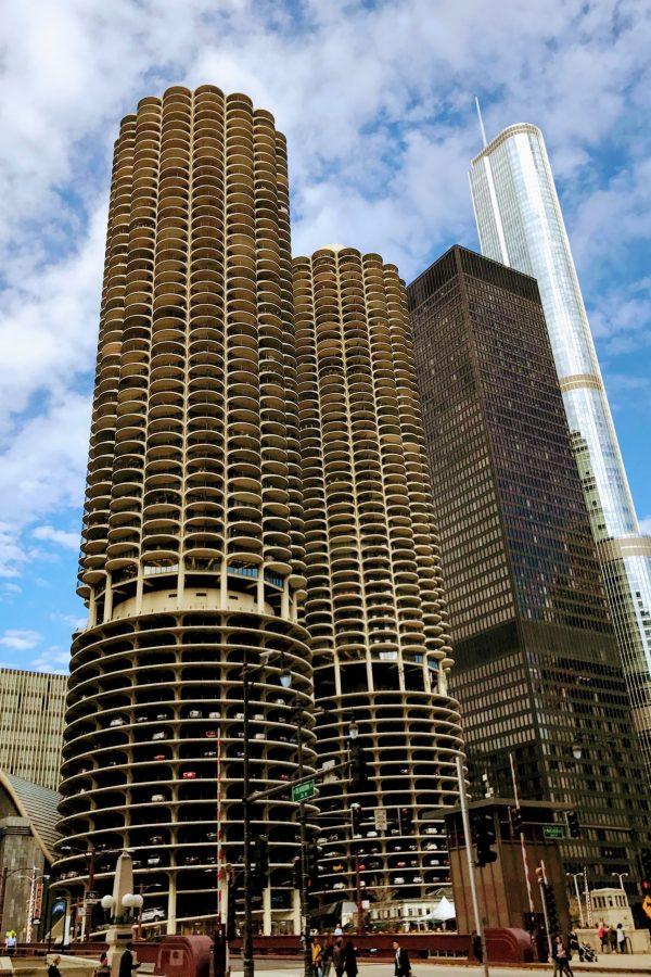 現代建築の草分け的高層ビル「マリーナ・シティ」